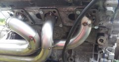Right exhaust manifold